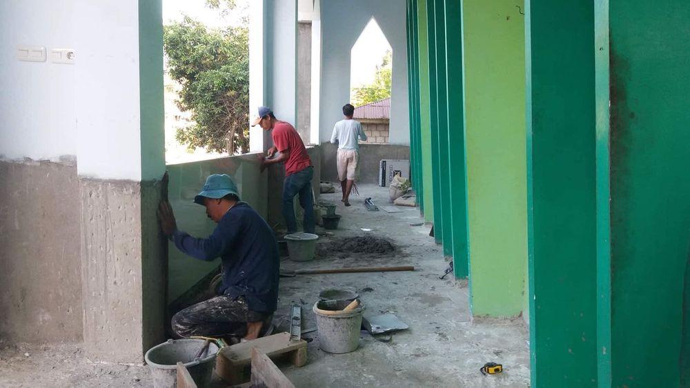 Pemasangan keramik pada dinding
