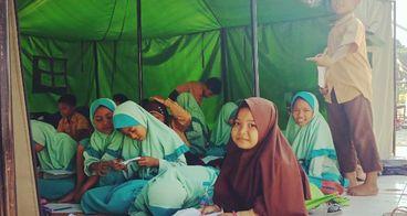 Bantuan tenda belajar untuk SDN 1 Penimbung Lombok