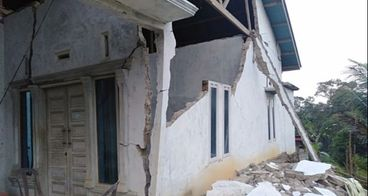 Bantu korban Gempa di Solok Selatan