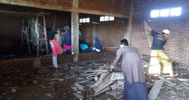 bantu kami selesaikn pembangunan Madrasah u/santri