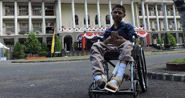 Bantu Kembangkan Sepatu Cerdas untuk Pasien Lumpuh