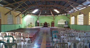 Bantu kursi dan bangku gereja Katolik Bernadete