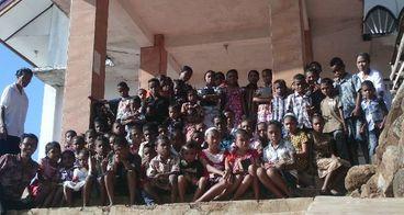Bantuan Alat Sekolah Anak-Anak Kampung Apuri ALOR