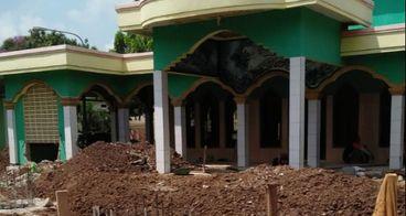 Pembangun Masjid Agung Al-Mukhlishin