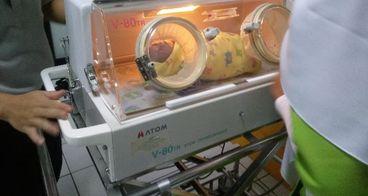 Bantu Khalila di ruang NICCU bayi incubator