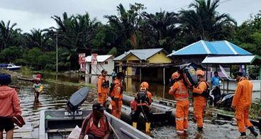 Bantu korban banjir bandang Sentani Papua