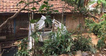 Bantu Desa Sirnajaya Bangun MCK dan Tempat Wudhu