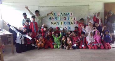 Buku dan Lemari untuk SD Gedong Karya, Jambi.