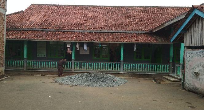 Bantuan untuk rehab pesantren AR-RIDWAN Bungursari