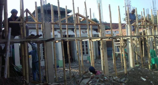 Pembuatan Teras Musholla AL-FATHMAH Cideng Cirebon