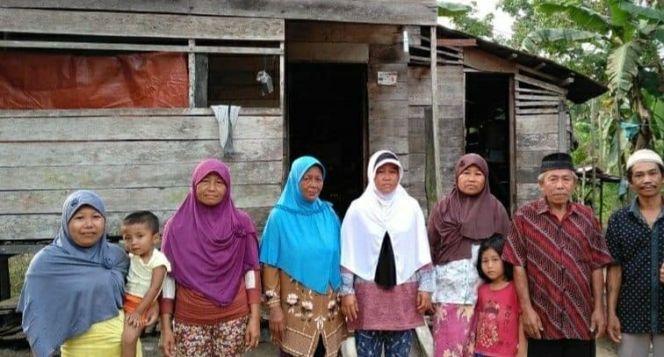 Bantu Desa Pangkaluang Mendirikan Masjid